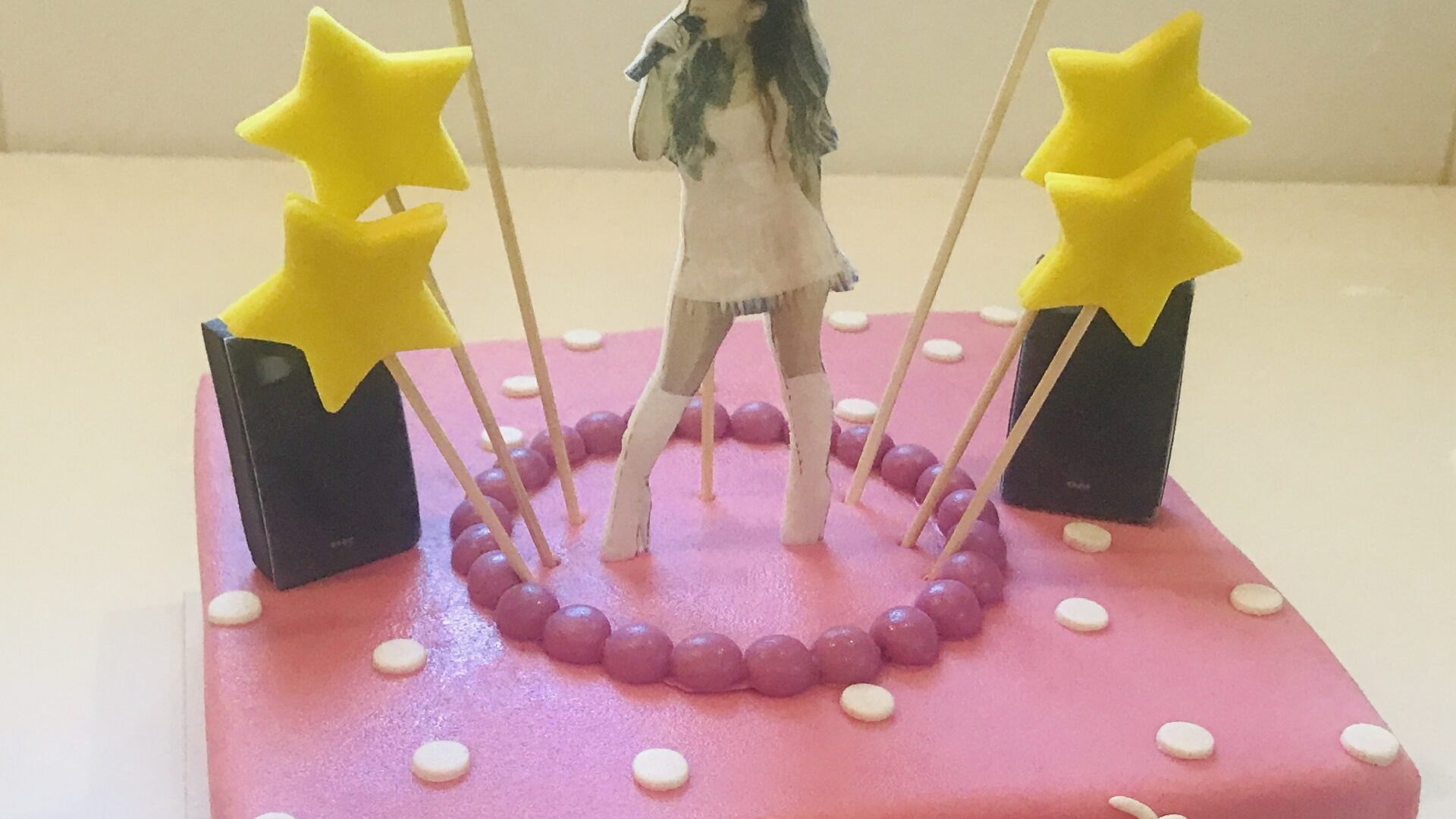 Ariana Grande taart RAISHANI