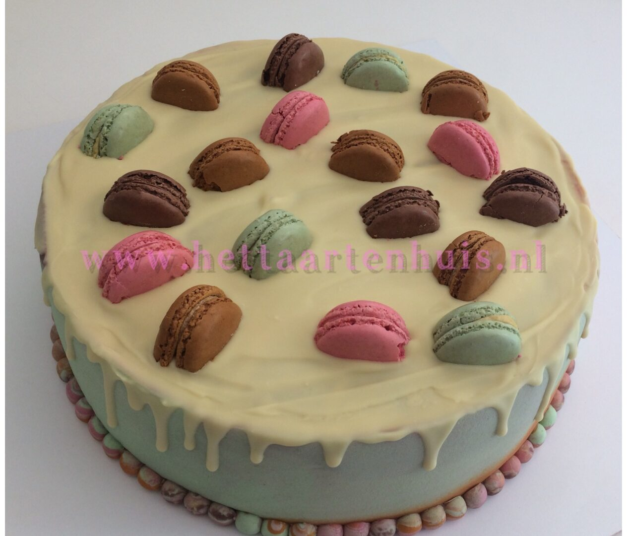 Macaron dripcake
